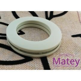 OJILLO PLASTICO GRANDE HUESO MATE, INTERIOR 45 MM EXTERIOR 73 MM MARCA DM.